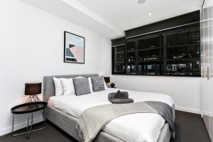 COMPLETE HOST Rose Lane CBD, Апартаменты  Мельбурн - big - 53