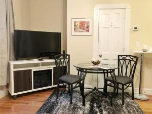Historic Apartment with Private Entry, Apartmanok  Boston - big - 13