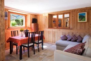 Appartamento con prato privato e BBQ - Apartment - Cogne