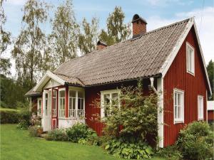 Two Bedroom Holiday Home in Hyltebruk