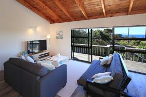 Church Bay Views, Holiday homes  Oneroa - big - 7