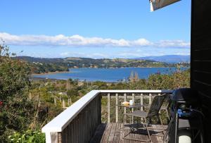 Church Bay Views, Holiday homes  Oneroa - big - 8