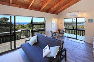 Church Bay Views, Holiday homes  Oneroa - big - 9