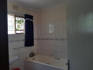 Keba Guest House, Penziony  Mahalapye - big - 12