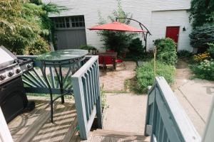 Monks House- Yale/New Haven, Prázdninové domy  New Haven - big - 17