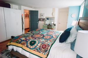 Monks House- Yale/New Haven, Ferienhäuser  New Haven - big - 12
