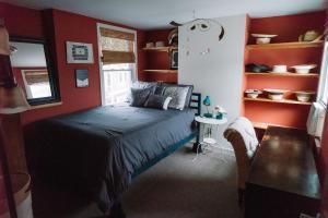 Monks House- Yale/New Haven, Prázdninové domy  New Haven - big - 11