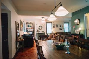 Monks House- Yale/New Haven, Ferienhäuser  New Haven - big - 8