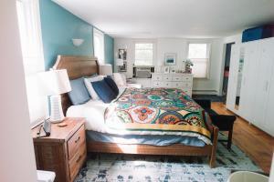 Monks House- Yale/New Haven, Ferienhäuser  New Haven - big - 5