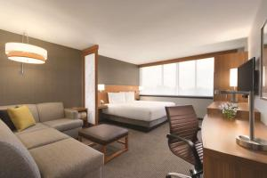 Guestroom Hyatt Place Chicago O'Hare Airport