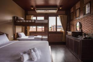 Feung Nakorn Balcony Rooms and Cafe, Отели  Бангкок - big - 8