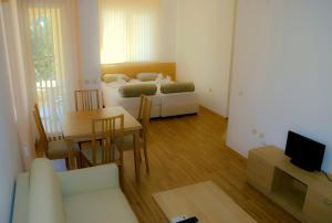Corsica Apartments