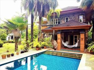 Palm Villa & Pool