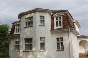 Villa Greta und Ferienhaus in der, Appartamenti  Bansin Dorf - big - 1