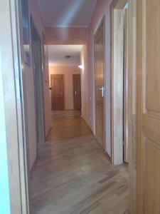 Four-room apartment near metro station Victory Square, Apartmanok  Minszk - big - 15