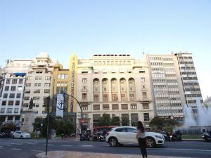 City Hall Square - Wolf, Apartmanok  Valencia - big - 38