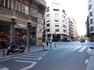 City Hall Square - Wolf, Apartmanok  Valencia - big - 42