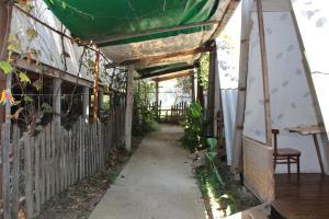 Гостевой дом У Дяди Вовы, Лоо