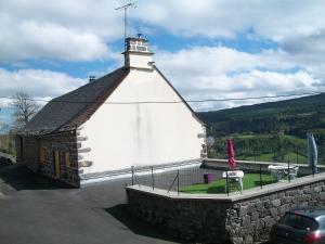 Vacances au pied des Monts du Cantal - Apartment - Laveissière