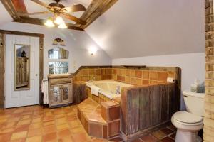 Wine Country Farmhouse, Apartmány  Fredericksburg - big - 71