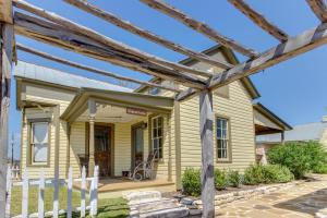 Wine Country Cottages on Main, Дома для отпуска  Fredericksburg - big - 10