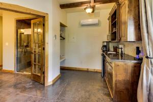 Wine Country Cottages on Main, Дома для отпуска  Fredericksburg - big - 3