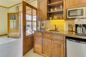 Wine Country Cottages on Main, Дома для отпуска  Fredericksburg - big - 39