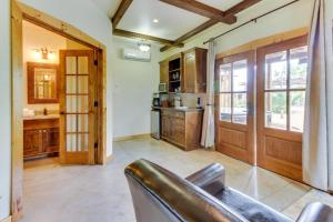 Wine Country Cottages on Main, Дома для отпуска  Fredericksburg - big - 34