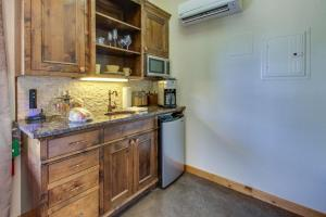 Wine Country Cottages on Main, Дома для отпуска  Fredericksburg - big - 32