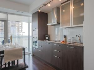 Noel Suites - York and Bremner, Apartmány  Toronto - big - 2