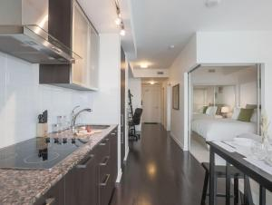 Noel Suites - York and Bremner, Apartmány  Toronto - big - 6