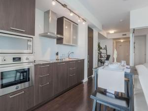 Noel Suites - York and Bremner, Apartmány  Toronto - big - 12