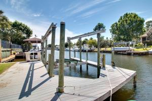 Executive Canal Home and Dock, Дома для отпуска  Gulf Breeze - big - 48