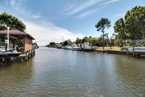 Executive Canal Home and Dock, Дома для отпуска  Gulf Breeze - big - 4