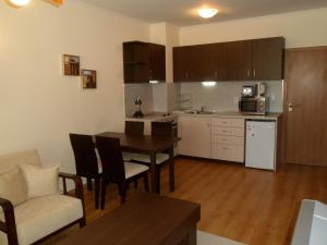 Cedar Lodge 3/4 Self-Catering Apartments, Apartments  Bansko - big - 10