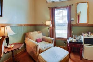 Historic Rocky Hill: Malbec Suite, Holiday homes  Fredericksburg - big - 12