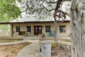 Historic Rocky Hill: Malbec Suite, Case vacanze  Fredericksburg - big - 26
