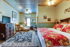 Historic Rocky Hill: Malbec Suite, Holiday homes  Fredericksburg - big - 1