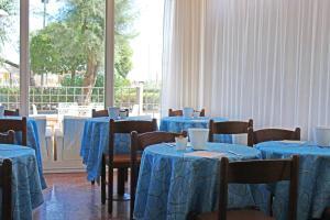 Hotel Touring, Отели  Мизано-Адриатико - big - 64