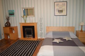 Cosy Rooms at 7A Errol Gardens