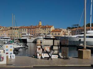 port grimaud place marche