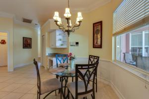 Peaceful Palms, Holiday homes  Naples - big - 32