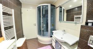 Luxury Apartment in City Center - фото 19