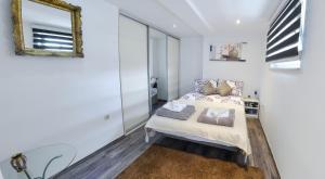 Luxury Apartment in City Center - фото 25