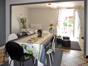 Ferienhaus La Bazouge-du-Desert 300S