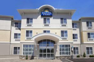 Days Inn and Suites Altoona
