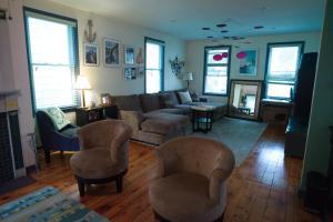 Monks House- Yale/New Haven, Ferienhäuser  New Haven - big - 2