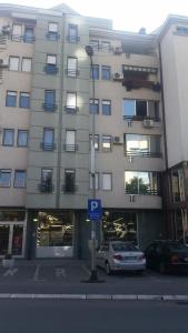 City Center Apartment with parking - фото 14