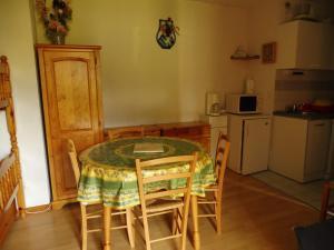 les seolanes 70, Apartmanok  Enchastrayes - big - 11
