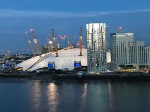 2 Bedroom Apartment @ New Providence Wharf, Apartmány  Londýn - big - 1